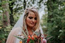 e-linehairfashion half opgestoken bruidskapsel en zware bruids make-up