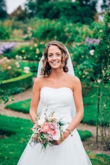 bruidskapsel en bruidmake-up up e-linehairfashion